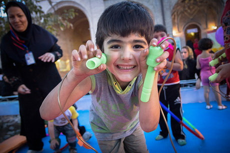 بازیهای سادهی خانوادگی، باعث افزایش هوش کلامی کودکان میشود
