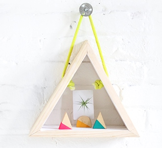 آویز مثلث چوبی