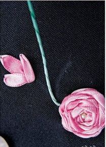 گل روی لباس