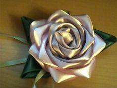 گل با  روبان ساتن