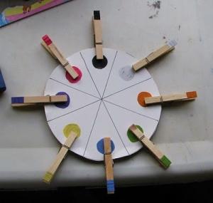 دایره  ها و گیره های رنگی