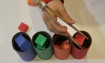 انبر و قطعه های رنگی