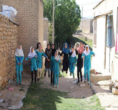 اثربخشی آموزش شعرنویسی و داستان نویسی بر خلاقیت دختران نوجوان عضو آفرينش هاي ادبي در سال94