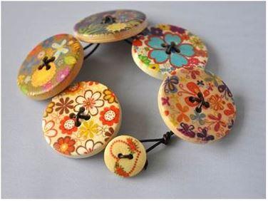 دستبند با دکمه های رنگی