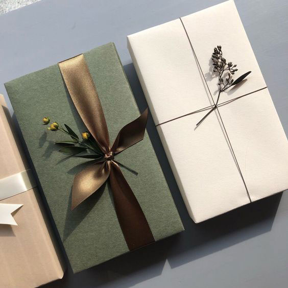 بستهبندی جعبه هدیه با گیاهان