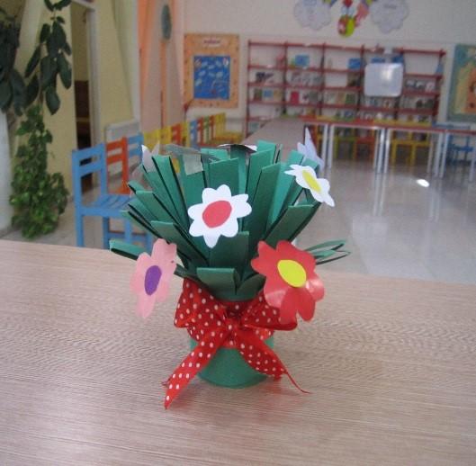 دسته گل ایستاده با کاغذ رنگی